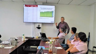 Asesoría en compostaje y agricultura ecológica-orgánican una sala de reuniones